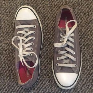 Super cute like new Converse Shoes !